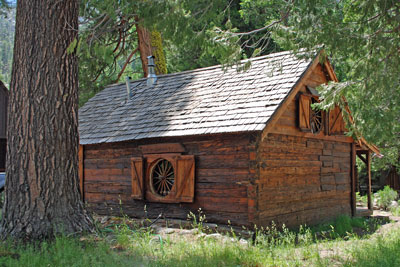 photo of cabin at Kennedy Meadows